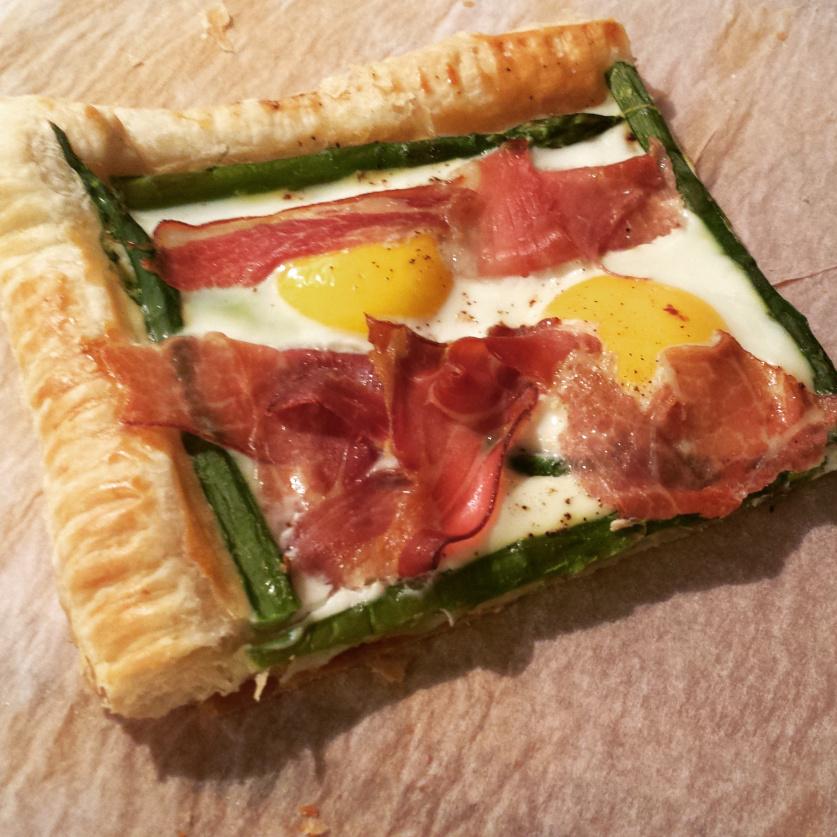 egg-prosciutto-and-asparugus-tart